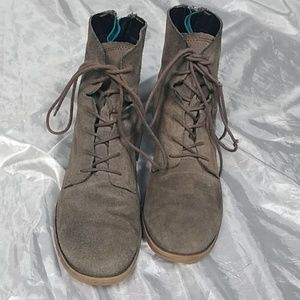 Steve Madden genuine suede boots size 8